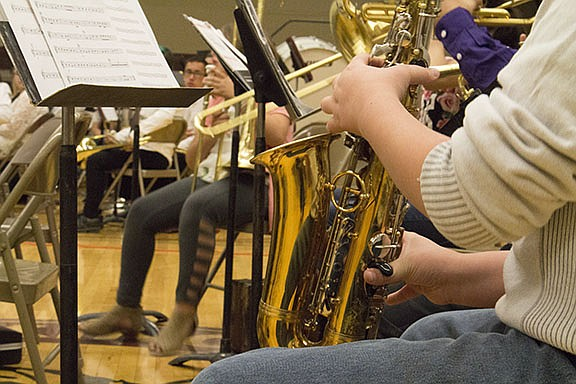 Kingman Middle School band booster hosts fundraiser for new