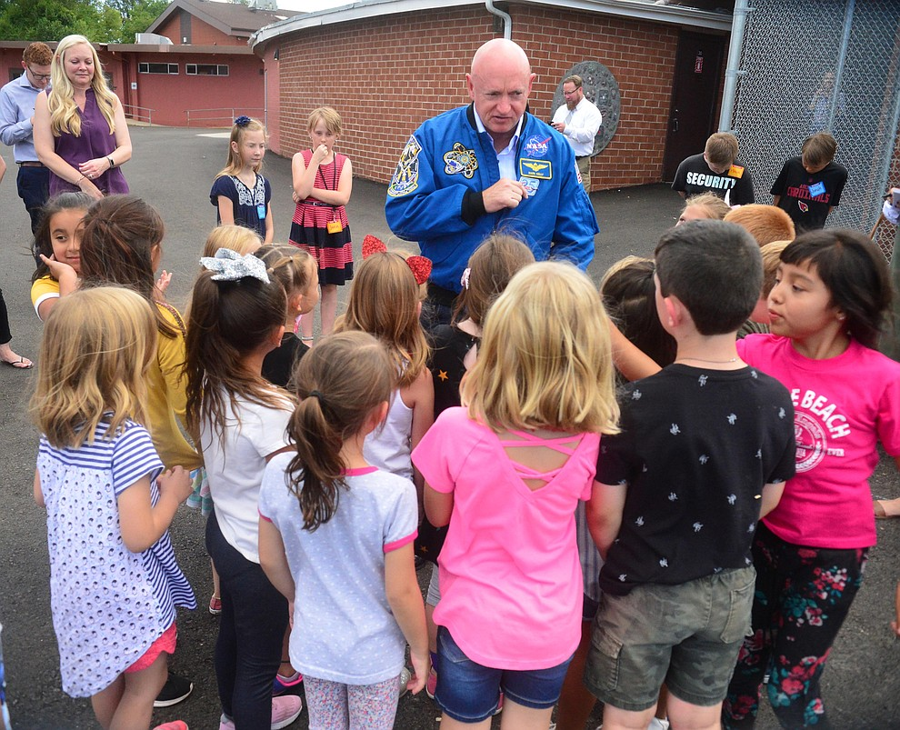 Former astronaut Mark Kelly talks with first graders as he visits Taylor Hicks Elementary School in Prescott Thursday, Aug. 29, 2019.  (Les Stukenberg/Courier)