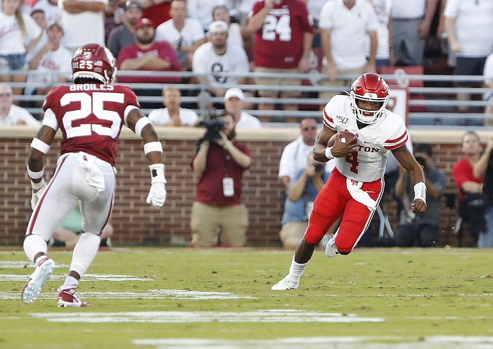 Houston quarterback D'Eriq King (4) runs the ball as Oklahoma safety Justin Broiles (25) closes in during the first half of an NCAA college football game in Norman, Okla., Sunday, Sept. 1, 2019. (Alonzo Adams/AP)