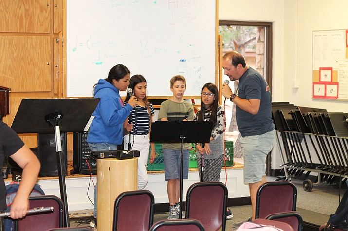 "Grand Canyon students practice singing ""All-Star"" with instruction by Joe Deninzon during the annual School of Rock program Aug. 28. (Erin Ford/WGCN)"