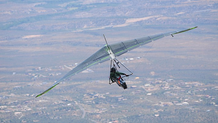 Hang gliders and paragliders fly at the annual Arizona Hang Gliding & Paragliding Labor Day Fly-In at Mingus Mountain on Saturday. VVN/Vyto Starinskas