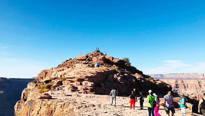 Navajo president looks at developing travel agency; visits Grand Canyon Skywalk for ideas