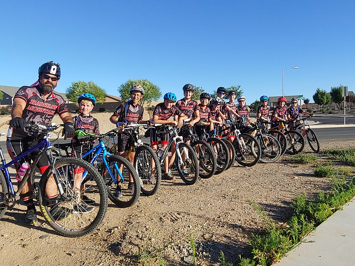 The 2019 Bradshaw Mountain mountain biking team prepares for a practice ride near the Iron King Trailhead in Prescott Valley in August. (Doug Cook/Courier)