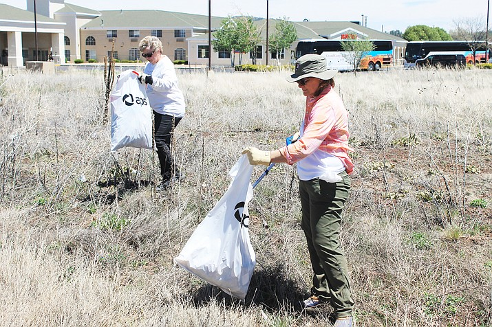 Volunteers pick up trash at a prior community clean-up day. This year's event takes place Sept. 21 at 9 a.m.  in the Williams Visitor Center parking lot, 200 Railroad Ave. (Photo/WGCN)
