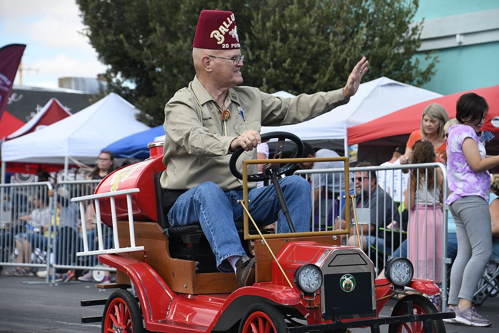 A Kingman Masonic Shrine Club member waving at spectators. (Photo by Vanessa Espinoza/Daily Miner)