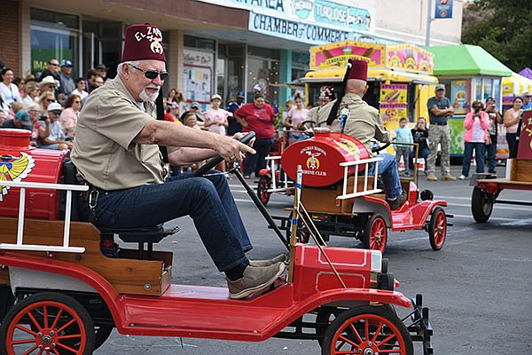 Kingman Masonic Shrine Club members were riding around the parade waving at spectators. (Photos by Vanessa Espinoza/The Daily Miner)