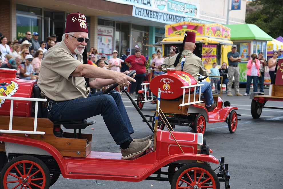 Kingman Masonic Shrine Club members were riding around the parade waving at spectators. (Photo by Vanessa Espinoza/Daily Miner)