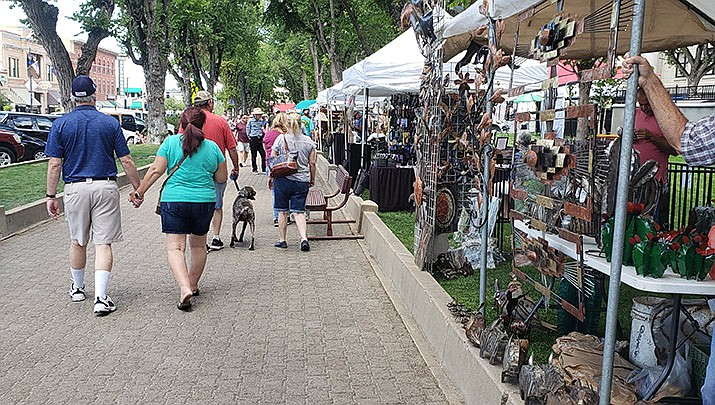 100's of vendors will be showcasing and selling their artwork at Courthouse Plaza, Oct. 5-6. (Monica Brabant/WNI Photo)