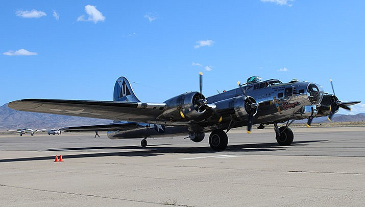 This World War II-era B-17 bomber landed at Kingman Airport shortly after 11 a.m. on Monday, Oct. 14, attracting a small but enthusiastic crowd. (Photo by Agata Popeda/Daily Miner)