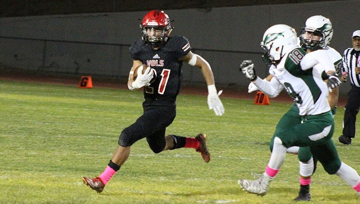 Lee Williams senior Donnie Simms runs the ball last week against Flagstaff. Simms and the Vols hit the road Friday night in search of their second region win of 2019. (Photo by Beau Bearden/Daily Miner)