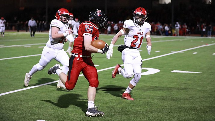 Lee Williams' Donnie Simms, right, pursues Coconino's Bailey McCauslin Friday night during a 27-0 loss. (Photo courtesy of Ben Shanahan/Arizona Daily Sun)