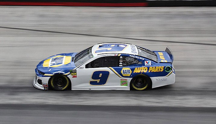Chase Elliott remained in title contention Sunday thanks to Brad Keselowski's late struggles. (Photo by Zach Catanzareti, CC by 2.0, https://bit.ly/366CCs2)