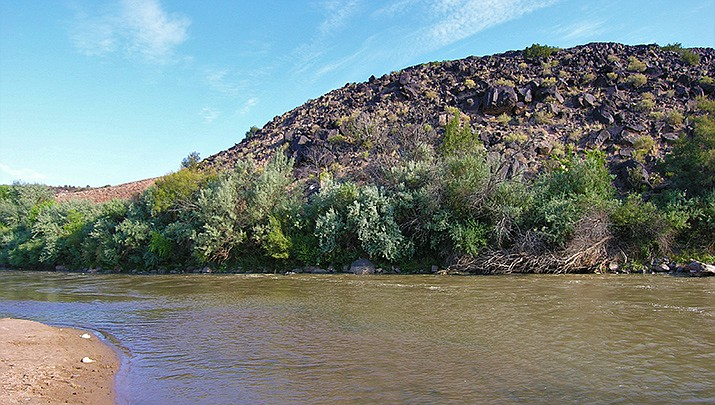 Snowmelt is no longer sufficient to replenish the Rio Grande River, New Mexico's primary water supply. (Photo by Bryan Barnes, cc-sa-by-4.0, https://bit.ly/2qhgKd5)