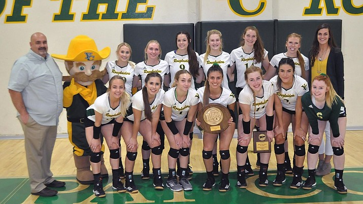 Yavapai volleyball poses for a team photo and shows off their plaque after defeating Arizona Western 3-0 in the NCJAA Region 1 title match on Tuesday, Nov. 5, 2019, at Walraven Gym in Prescott. (Yavapai Athletics/Courtesy)