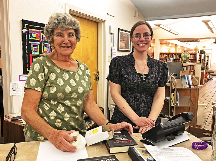 Retiring librarian Andrea Dunn works with incoming librarian Mary Corcoran at the Williams Public Library Nov. 6. Dunn is retiring after serving Williams for 30 years.  (Wendy Howell/WGCN)