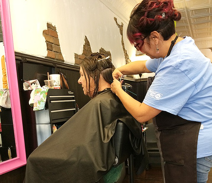 """Michelle """"Moe"""" Caddell of Prescutts Salon gives Jan Malichuk a haircut during the Prescott Area Shelter Services Day of Caring Saturday, Nov. 9, 2019. (Jason Wheeler/Courier)"""