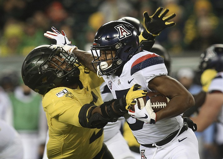 Oregon's Kayvon Thibodeaux, left, attempts to tackle Arizona's Brian Casteel during the third quarter of a football game Saturday, Nov. 16, 2019, in Eugene, Ore. (Chris Pietsch/AP)