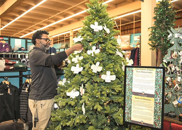 Steven Moore, Retail Supervisor for Delaware North makes a few adjustments to the glistening tree. (Veronica R. Tierney/WGCN)