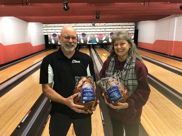 Four Rollers League members Steve Swatling (left) and Natalie Barrow received hams for achieving the best score plus handicap during week 14. (Photo/Clarinda Vail)