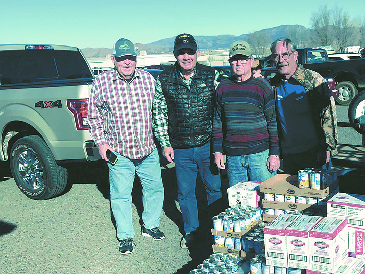 Members of the Prescott Golf Club, the Prescott Country Club and the Raven Ridge neighborhood near Dewey pose for a photo afer the annual Festival of Lights Food Drive in December 2019. (Festival of Lights Food Bank/Courtesy)