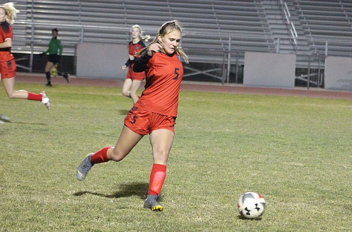 Lee Williams' Abbey Seavey plays defense Tuesday against Lake Havasu. Seavey and the Lady Vols picked up a 3-2 win to improve to 7-0. (Photo by Beau Bearden/Kingman Miner)
