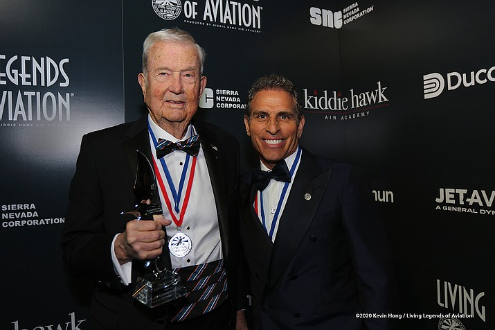 Aviator and engineer Harry Robertson accepts his Legends of Aviation award from Ken Ricci Jan. 20 (Photo/Kevin Hong/Living Legends of Aviation)