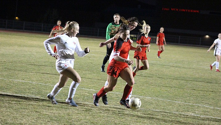 Lee Williams sophomore Mackenzie Cathey speeds past a pair of defenders. Cathey tallied two goals Friday as the Lady Vols shut out Bradshaw Mountain 2-0 for their eighth win of the season. (Photo by Beau Bearden/Kingman Miner)