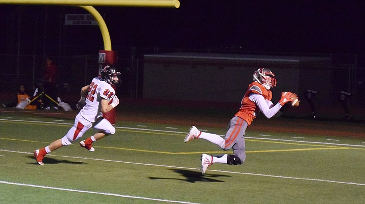 Mingus junior Andrew Nahar catches a touchdown pass against Coconino. In 2020, the Marauders and Coco will be region or section rivals for the eighth straight year. VVN/James Kelley