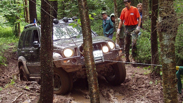 Be sure your vehicle is ready for the rigors of four-wheeling. (Photo by Unixxx, cc-by-sa-4.0, https://bit.ly/31nlk84)