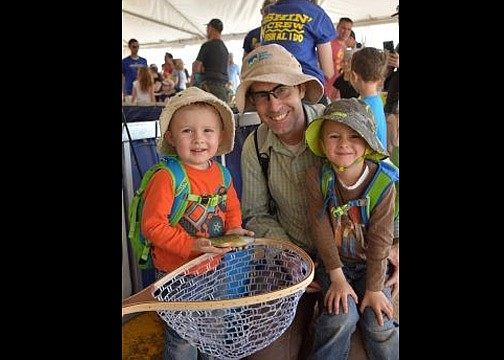 Family and friends gather at the 2019 Arizona Game and Fish's Outdoor Expo for hands on activities. (Photo/AZGFD)