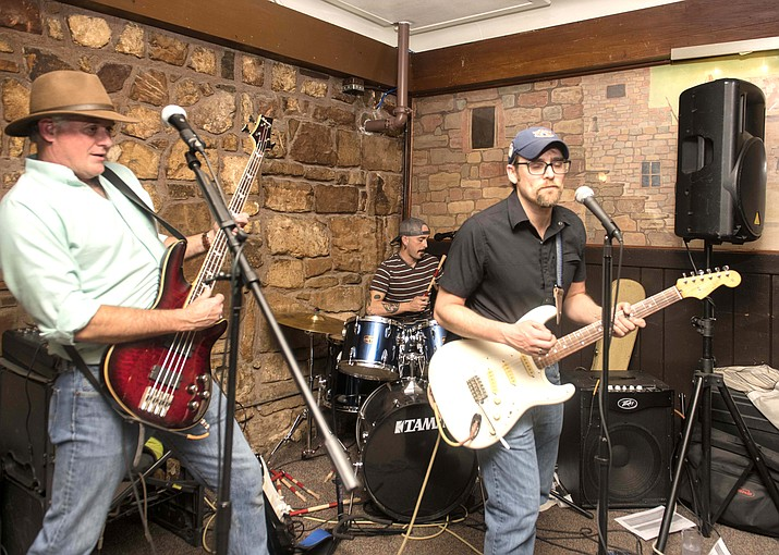 Mike Slagle, Justin Bertrand and Courtney Dixon of the Boulder Alley Boys entertain patrons at the Harvey House Tavern during Arizona Beer Week. (Veronica R. Tierney/WGCN)