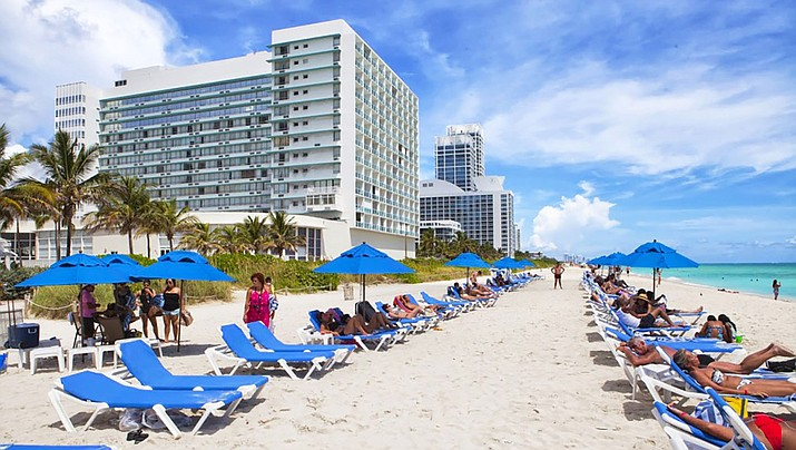 Photos of young people enjoying spring break in Florida have drawn scorn for their failure to observe social distancing guidelines during the coronavirus. (Photo by VM, cc-by-sa-4.0, https://bit.ly/2QAhIuZ)
