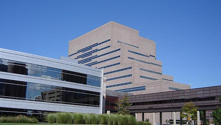 Hospitals across the nation are preparing for a surge of coronavirus cases. The Cleveland Clinic in Cleveland, Ohio, is shown above. (Photo by Mike Sharp, cc-by-sa-4.0, https://bit.ly/33PleHt)
