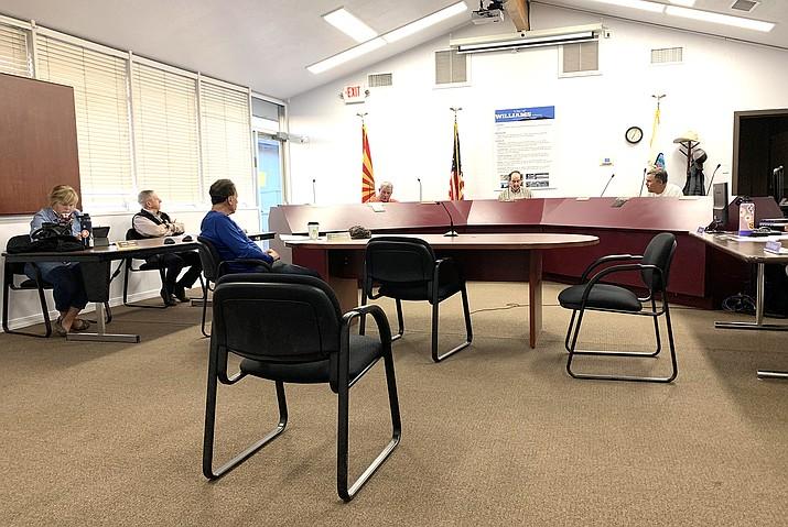 Williams City Council. (Loretta McKenney/WGCN)
