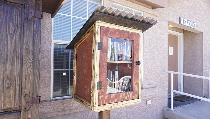 The little library box at the Chino Valley Chamber of Commerce. (Aaron Valdez/Review)