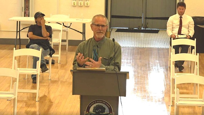 City Planner Jim Padgett explains the wayfinding master plan and the direction sought from the Cottonwood Council on wayfinding signs at Tuesday's meeting. Courtesy of City of Cottonwood