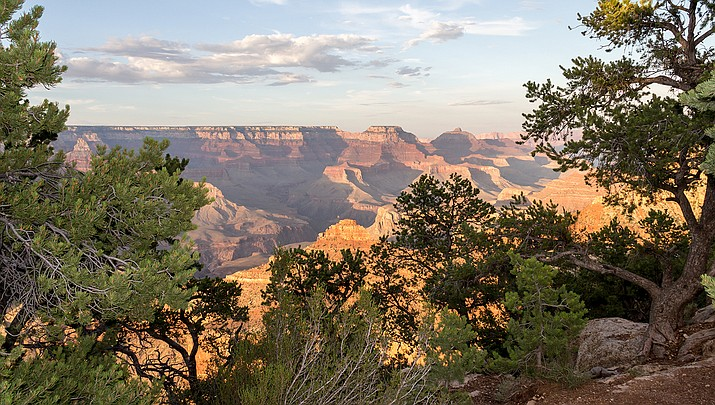 Memorial Day will attract crowds to places like the Grand Canyon, sparking fears of a rebound in coronavirus cases. (Photo by Deitmar Rabich, cc-by-sa-4.0,  https://bit.ly/2AR7fX7)