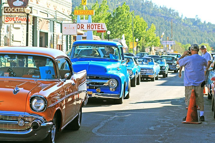 Hundreds of cars rumbled down main street in Williams during the 2019 Historic Route 66 Car Show. (Wendy Howell/WGCN)