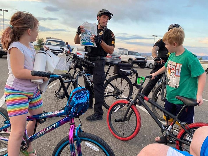 The Bergner kids meet two Prescott Valley Police officers attending the town's drive-in movie night Friday, June 5, 2020. (Brian M. Bergner Jr./Courier)