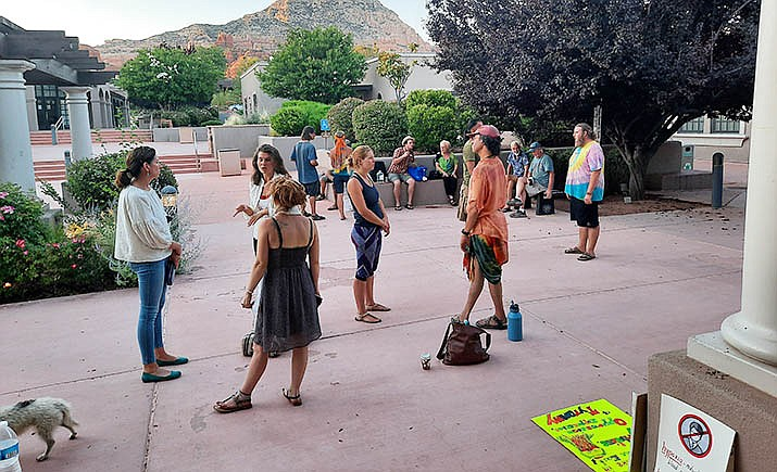 Citizens converse outside Sedona Council Chambers on June 23 during a break in the City Council's meeting, which lasted nearly six hours. On June 24, Mayor Sandy Moriarty issuing a proclamation requiring masks, despite about 25 people who spoke in person at the June 23 meeting, all opposed to both a mask requirement and the use of masks by the public in general. The requirement has no bearing on Village of Oak Creek or Oak Creek Canyon. VVN/Jason W. Brooks
