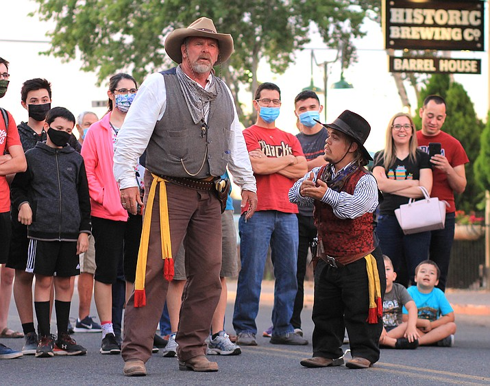 The Cataract Creek Gang entertains visitors to Williams July 16. Although Williams has no mask requirement, many of those in attendance wore masks to limit the spread of the coronavirus. (Wendy Howell/WGCN)