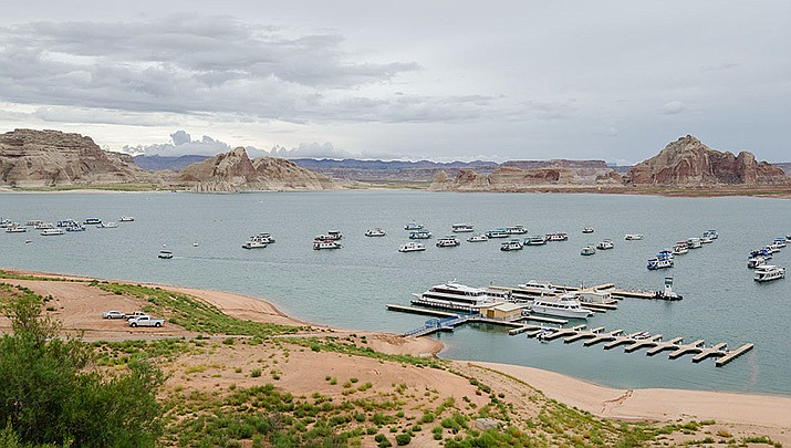 Utah is asking the U.S. to delay a fast-track approval process as it ponders public comments over a plan to build a pipeline to transport water from Lake Powell to southwestern Utah. Lake Powell is shown above. (Photo by Tuxyso, cc-by-sa-3.0, https://bit.ly/3iZvBPE)