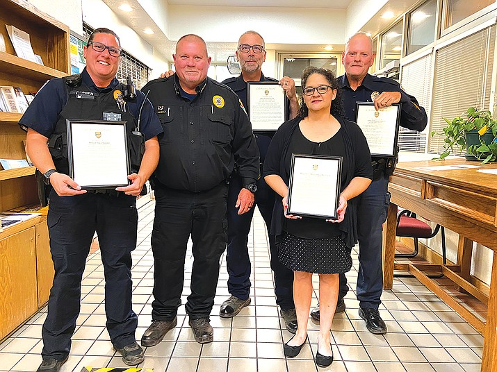 Officers Tracy Cooper, Jason Nicolls, Dwaine Simpson and dispatcher Samantha Sandoval were recognized by Williams Police Chief Herman Nixon (second from left) Sept. 22 during a city council meeting, for their professionalism during high stress calls in July. (Wendy Howell/WGCN)