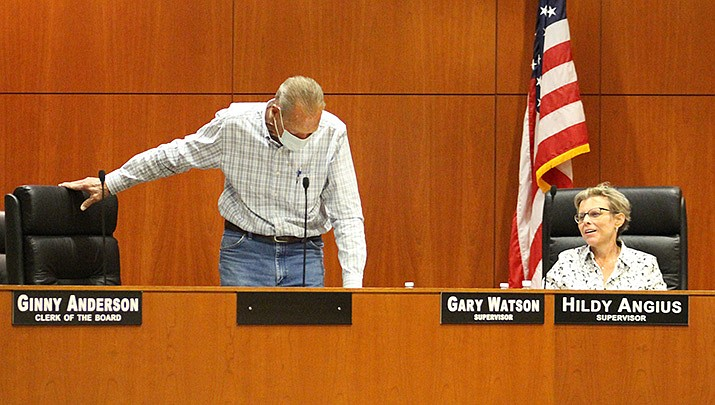 Supervisor Gary Watson of District 1 and Supervisor Hildy Angius of District 2 at the Mohave County Board of Supervisors' meeting on Thursday, Oct. 1 (Photo by Agata Popeda/Kingman Miner)