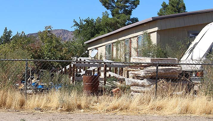 The Mohave County Board of Supervisors is taking steps to deal with dilapidated properties deemed to be public nuisances in the unincorporated areas of the county. (Photo by Agata Popeda/Kingman Miner)