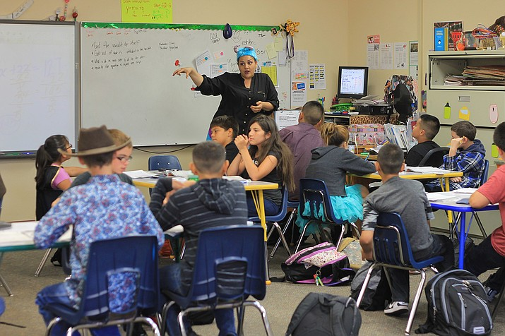A teacher instructs at Ash Fork Middle School in 2017. (Wendy Howell/WGCN)