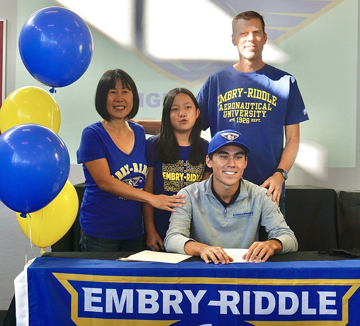 Golfer Trevor Lewis takes a photo with his family during an event on Tuesday, Nov. 10, 2020, at BASIS Prescott after he signed his letter of intent to continue his athletics and academic career at ERAU next fall. (Aaron Valdez/Courier)