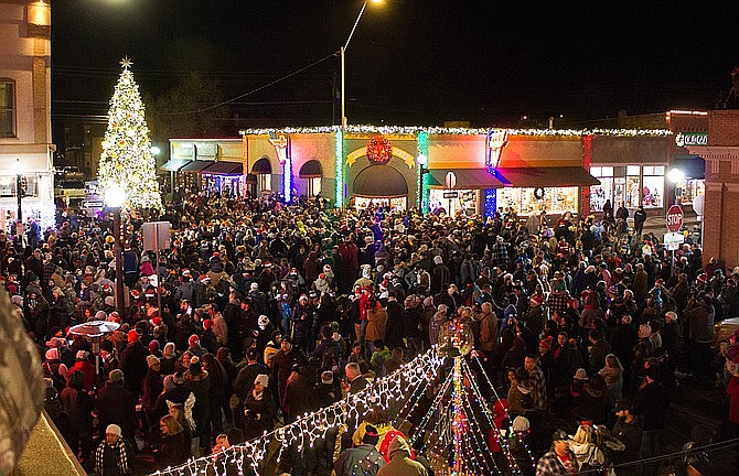 The annual Williams Christmas parade draws visitors from across the state. (Photos/WGCN)