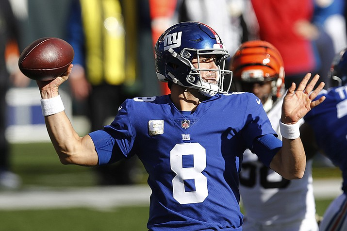 New York Giants quarterback Daniel Jones throws during the first half of NFL football game against the Cincinnati Bengals, Sunday, Nov. 29, 2020, in Cincinnati. (Aaron Doster/AP)