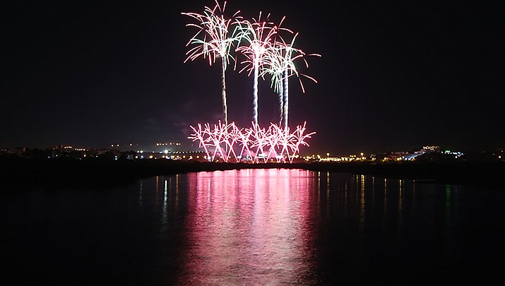 """""""Rockets over the River"""" fireworks displays are set for Friday, Dec. 25 at 7 p.m. PST and Friday, Jan. 31 at midnight PST in Laughlin, Nevada. (Photo by Jhong Dizon, cc-by-sa-2.0, https://bit.ly/36Z9qWm)"""